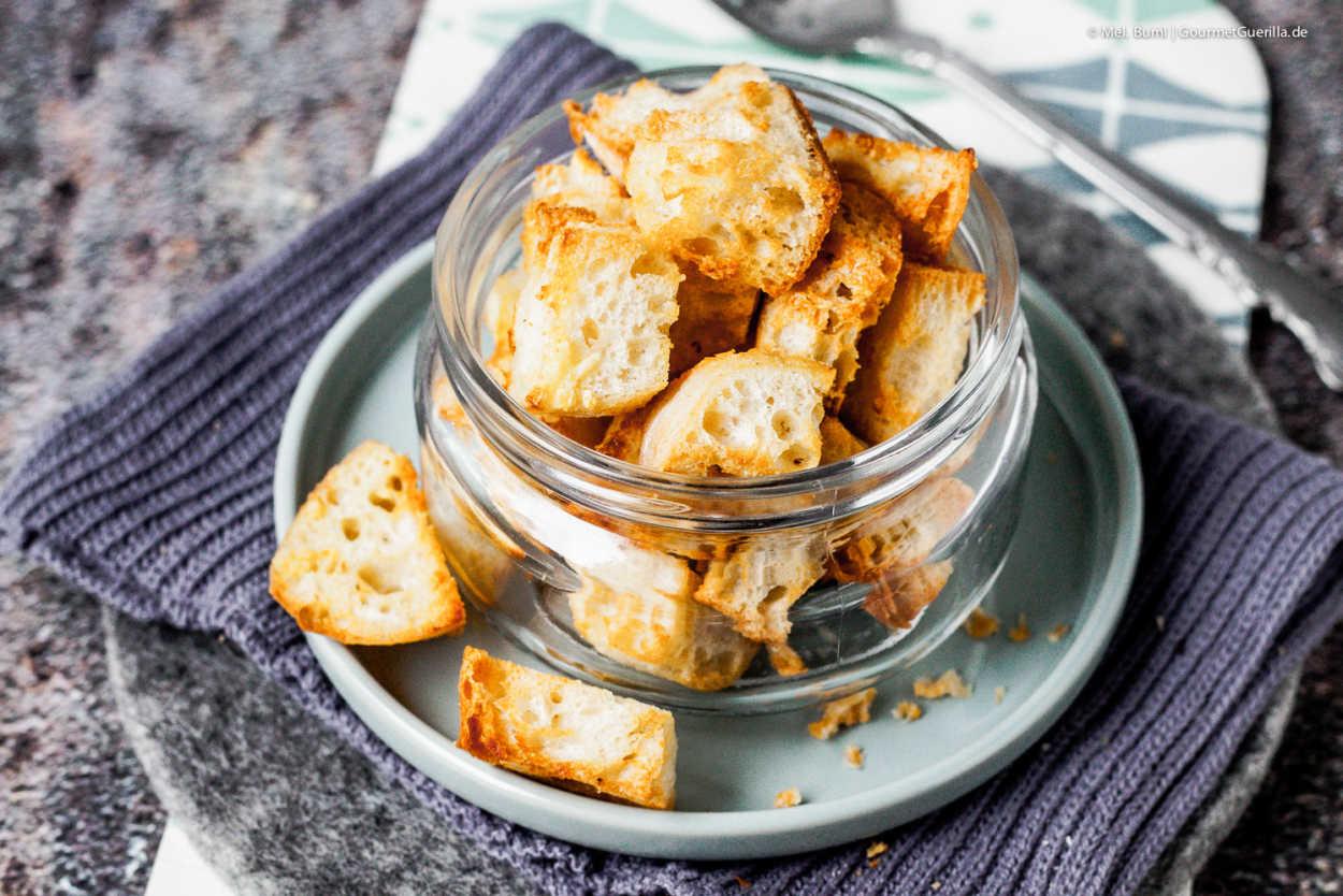 Selbtgemachte 5-Minuten Knoblauch-Croutons aus dem Airfryer - fettarm und schnell fertig  GourmetGuerilla.de