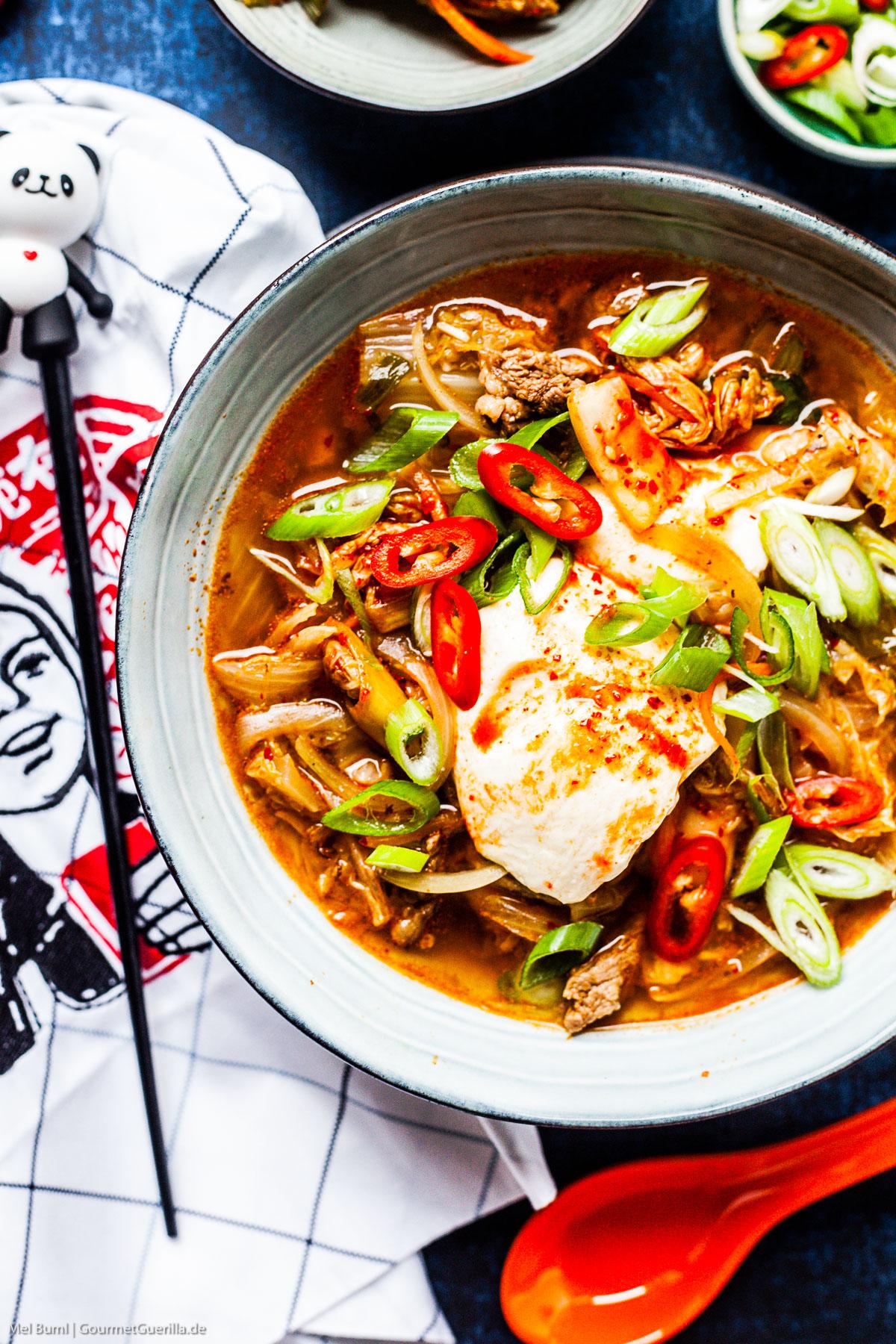 Schneller Koreanischer Tofu-Eintopf mit Kimchi Sundubu JJigae |GourmetGuerilla.de