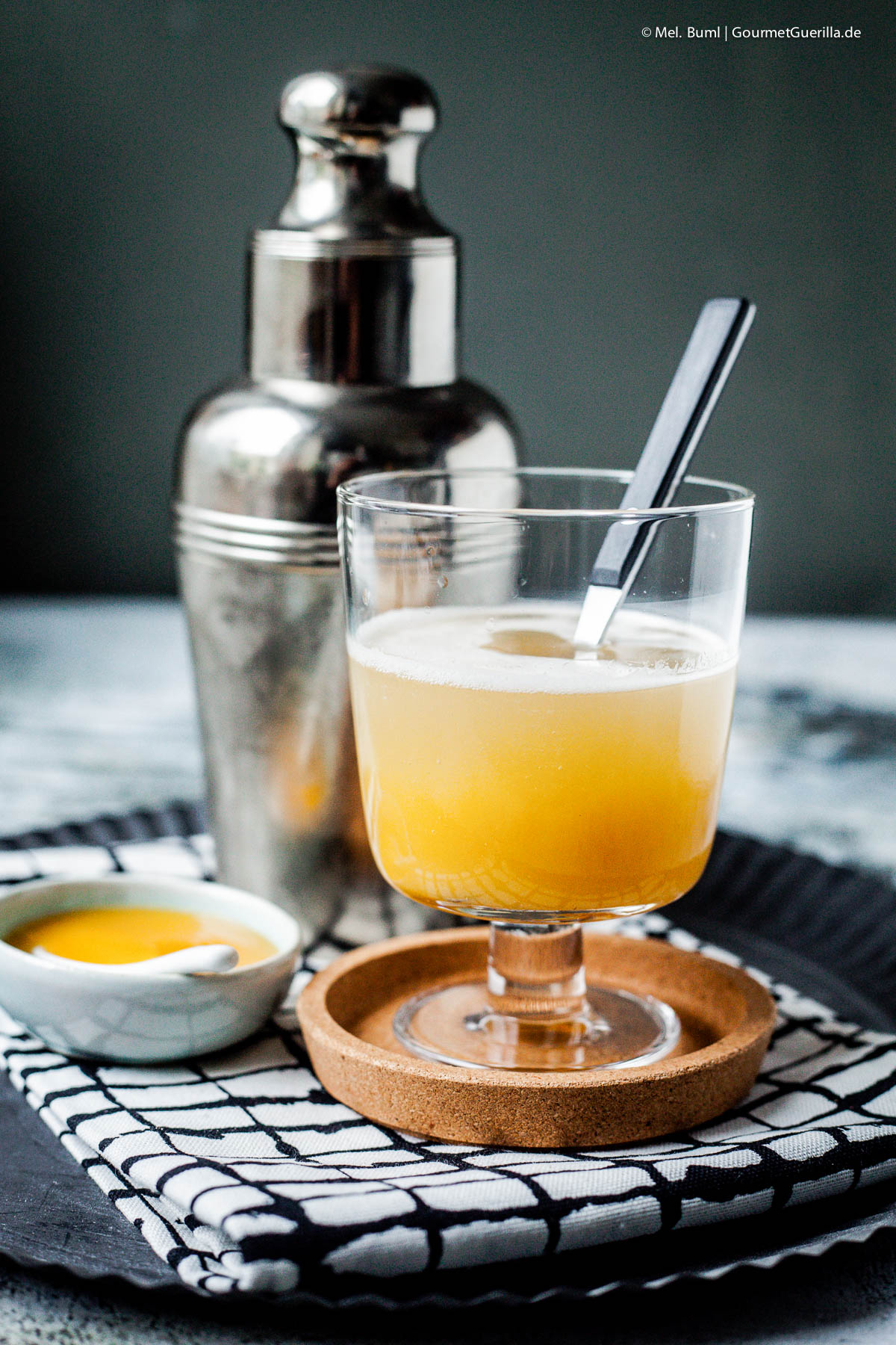 Vanilla-Pumpkin-Thriller. Ein süffiger Happy Halloween Cocktail mit Kürbis und Wodka |GourmetGuerilla.de
