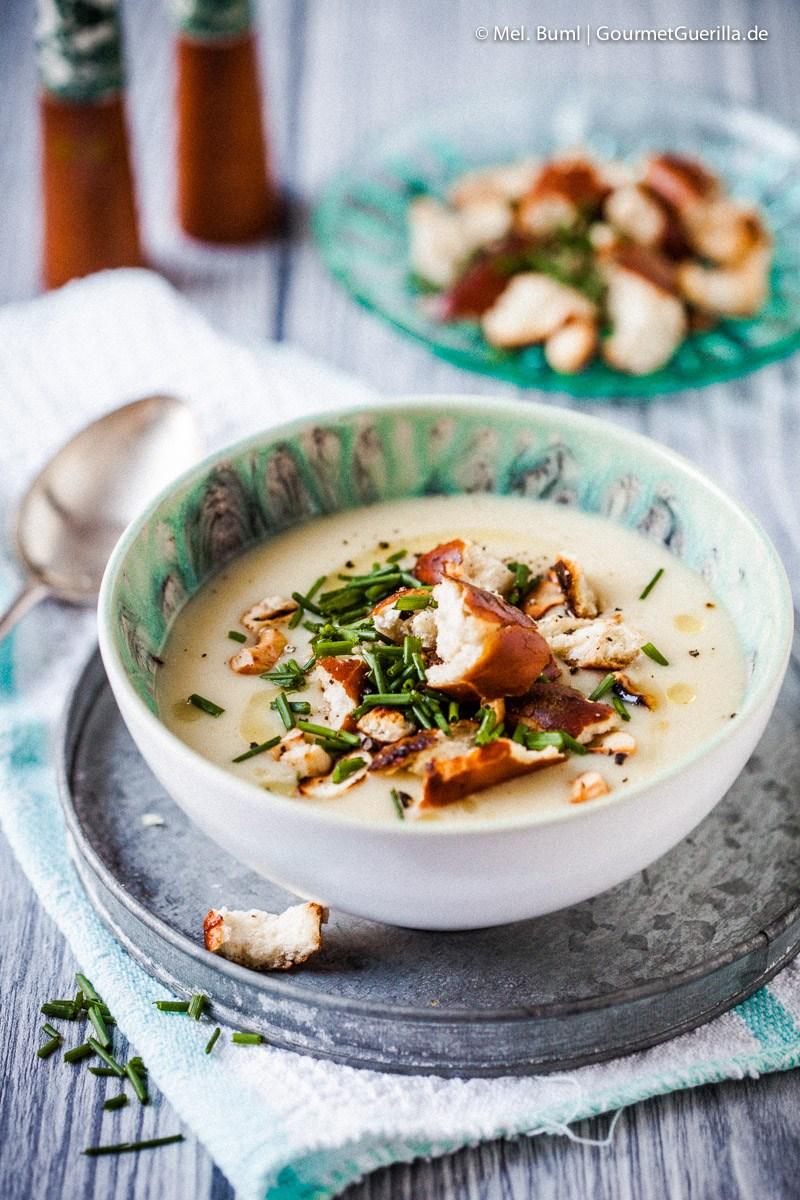 Winterliche Katoffelsuppe mit Gewürzbutter und Brezel-Croutons |GourmetGuerilla.de
