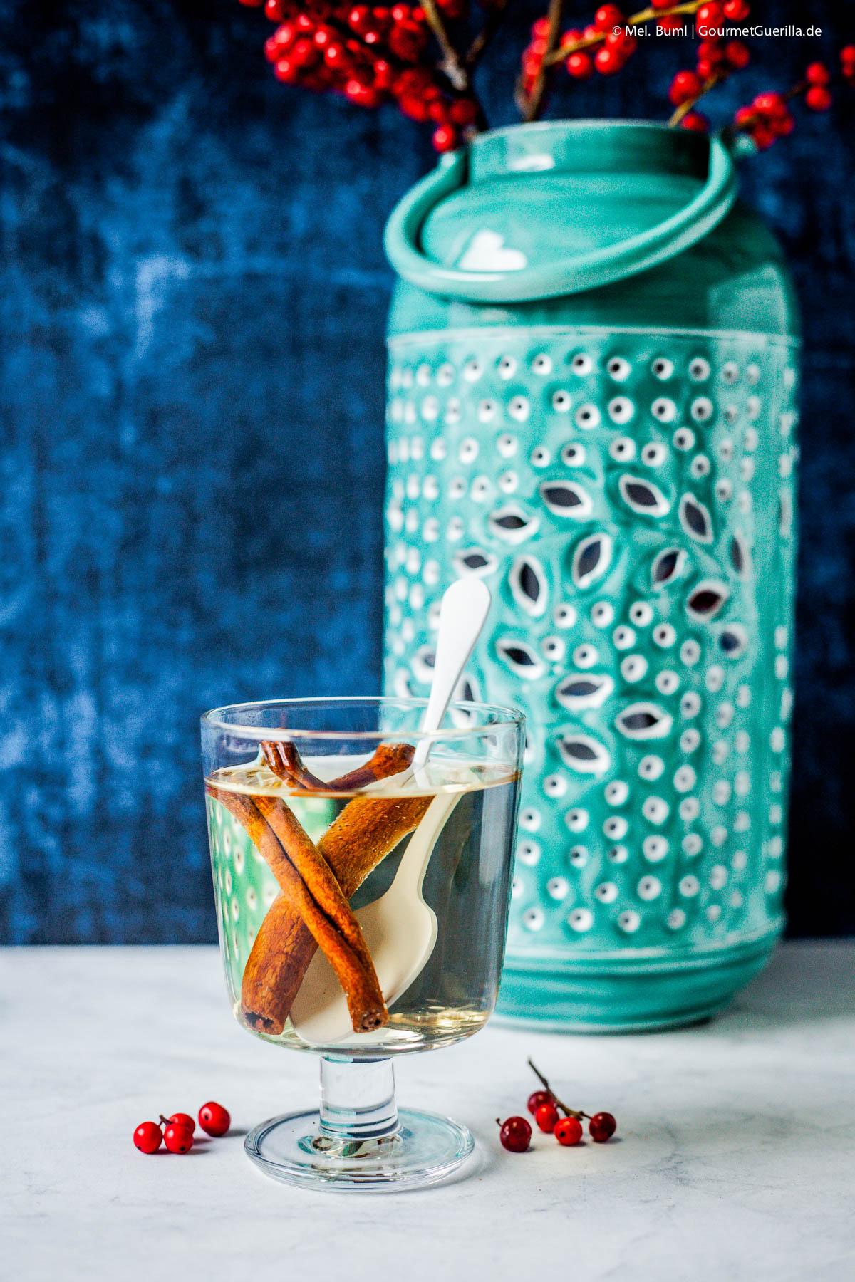 Heiße Thymian-Zitrone mit InSchneller Apfel-Zimt-Tee und 4 Rezepte für schnelle und süffige selbstgemachte Tees für Herbst und Winter.