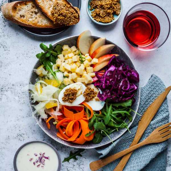 "Winter-Salat-Bowl mit Senf-""Kaviar"" und Knusperbrot |GourmetGuerilla.de"