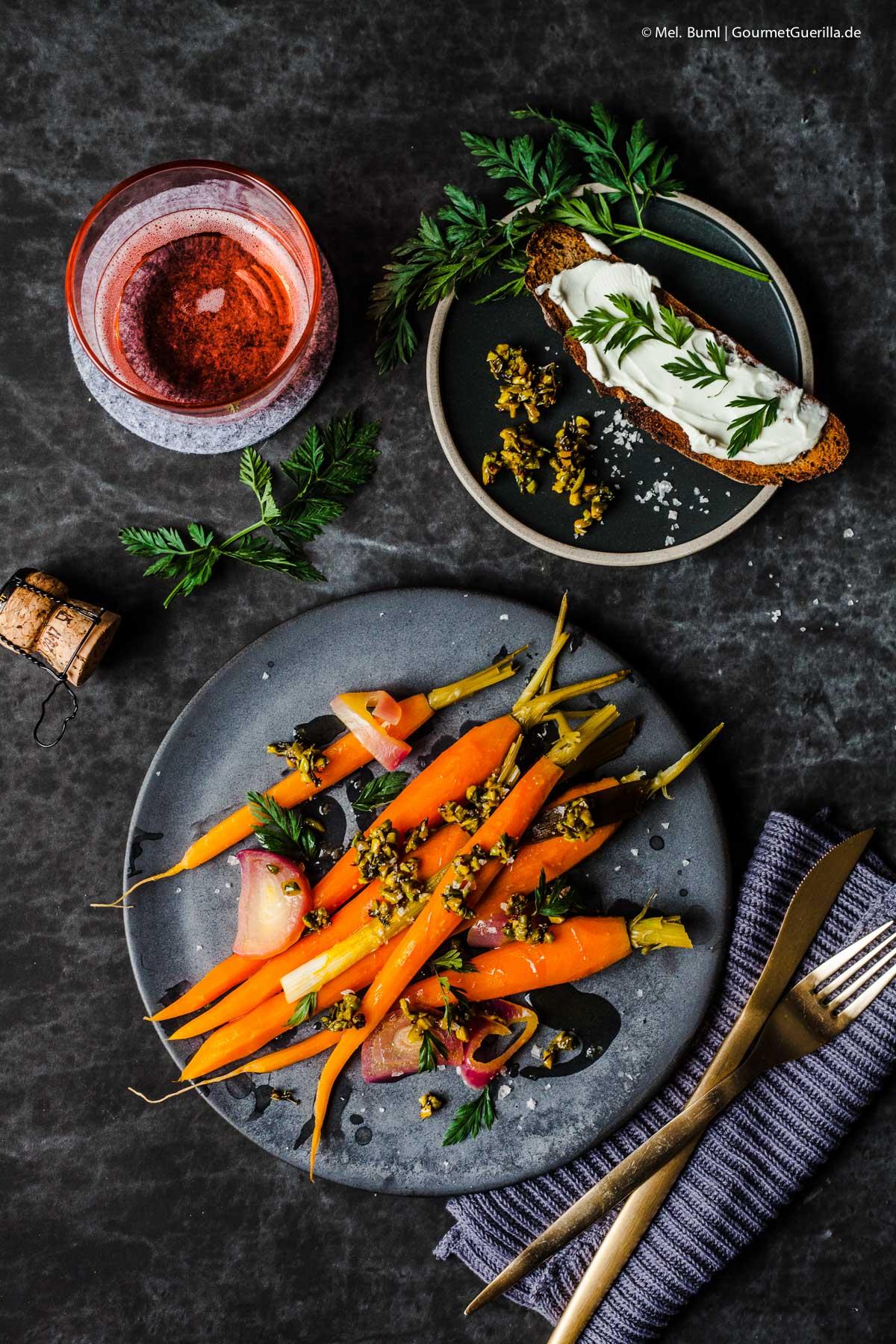 Orangen-Möhren mit Pistazien-Thymian-Crumble |GourmetGuerilla.de