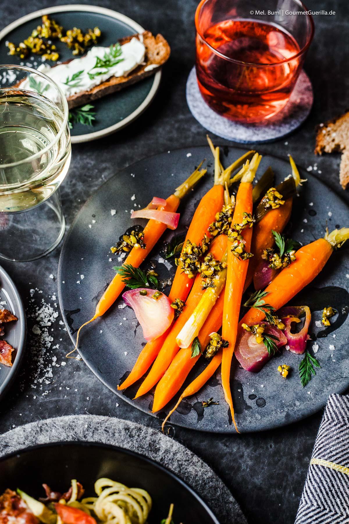 {Valentins Menü} Orangen-Möhren mit Pistazien-Thymian-Crumble |GourmetGuerilla.de