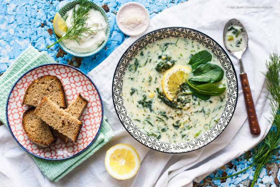 Griechische Avgolemono Suppe mit Spinat, Ei und Zitrone |GourmetGuerilla.de