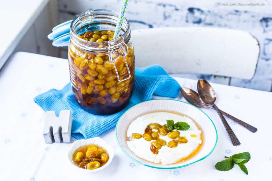 Griechisches Traubenkompott auf cremigem Joghurt - ein Löffel Süßes |GourmetGuerilla.de