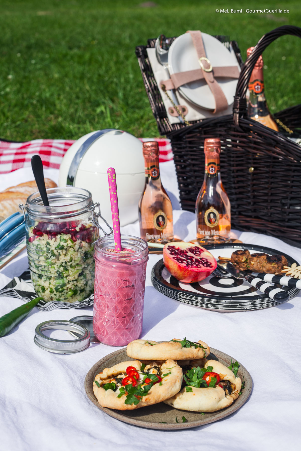 Mini-Galettes mit Spinat und Feta - Ein Picknick für zwei mit vier leckeren Rezeptideen |GourmetGuerilla.de