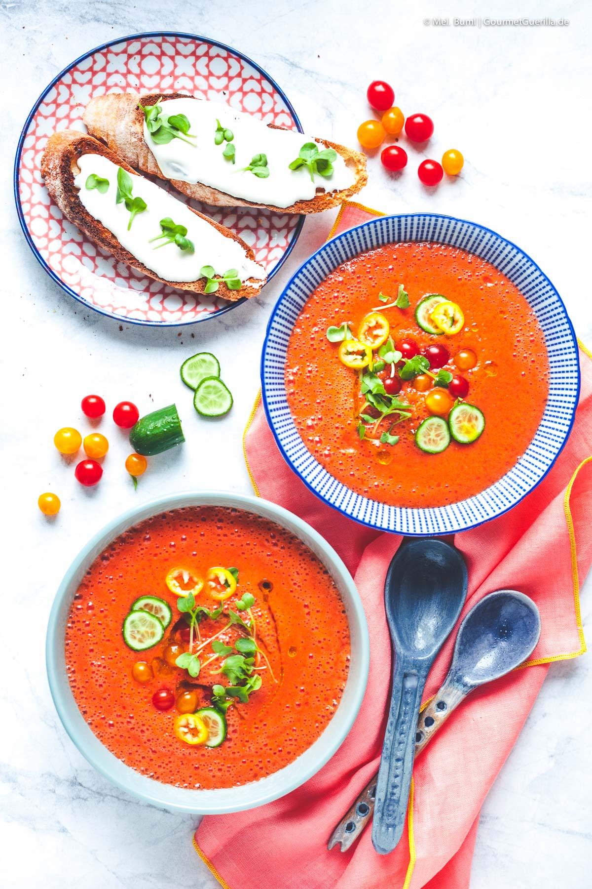 Erfrischendes Melonen-Tomaten-Süppchen mit Ziegenkäse-Crostini |GourmetGuerilla.de
