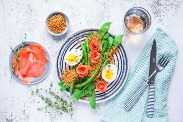 Frische grüne Bohnen mit Räucherlachs, Ei und scharfem Knusper-Panko |GourmetGuerilla.de