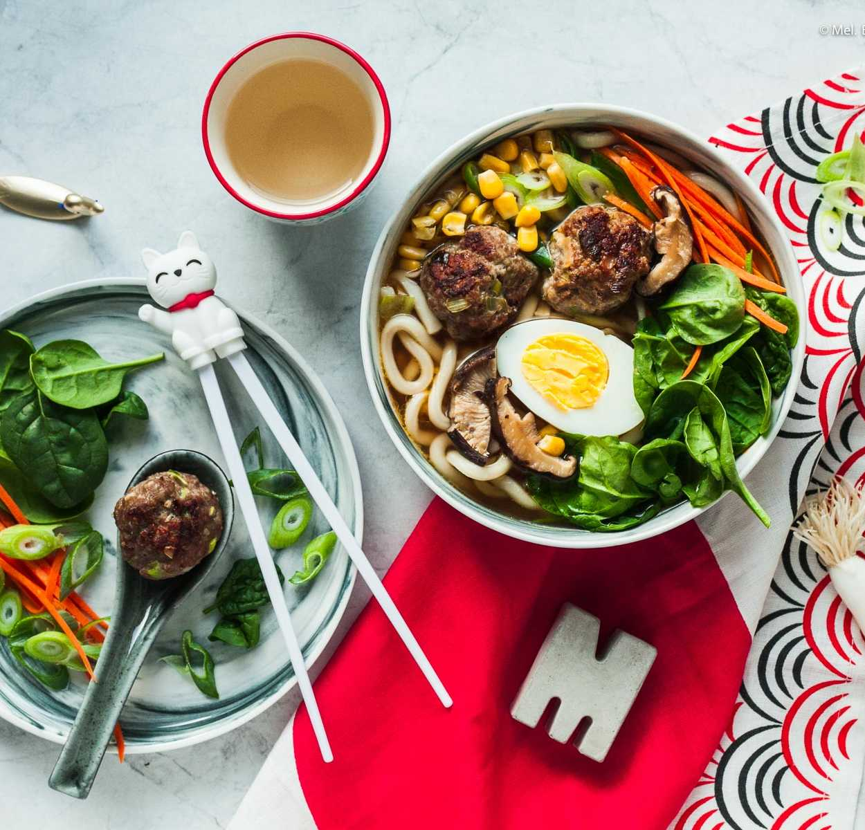 Schnelle japanische Ramen mit Fleischbällchen. Eine glücklich machende Nudel- Suppe für den Feierabend |GourmetGuerilla.de