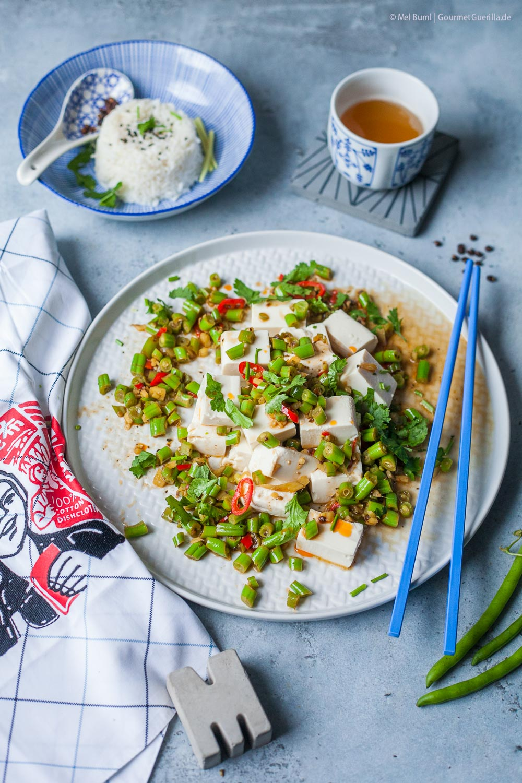 Grüne Wok-Bohnen Szechuan auf Seidentofu –veganes Asia-Fosfood |GourmetGuerilla.de