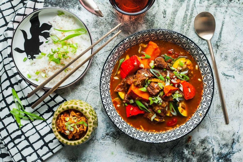 Herbstliche koreanische Gulaschsuppe Gochujang mit Kürbis  GourmetGuerilla.de