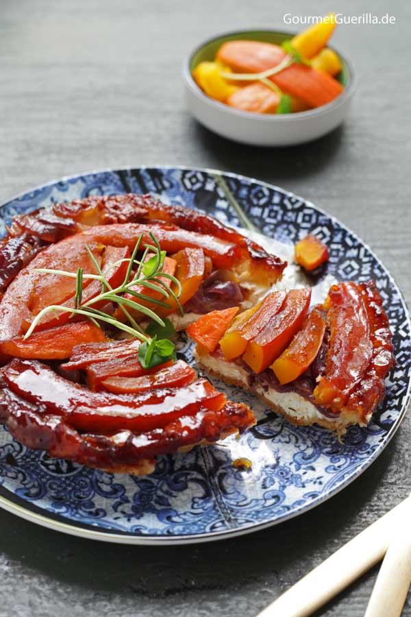 Kürbis Tarte Tartin mit geschmorten roten Zwiebeln und Ziegenkäse |GourmetGuerilla.de