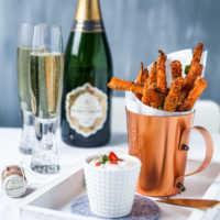 Knusprige Möhren- Fritten in der Parmesanhülle mit Sweet Chili Creme-Dipp |GourmetGuerilla.de