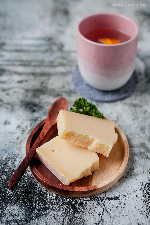 Schnelle Käsesuppe mit Bergkäse, gebratenen Birnen und Szechuanpfeffer unter 500 Kalorien |GourmetGuerilla.de