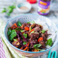 Vegane Jackfrucht-Bowl Hoisin mit Salat und Reisnudeln |GourmetGuerilla.de