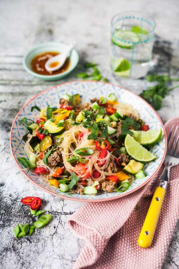 500 Kalorien Glasnudelsalat Thai-Style mit Rindfleisch und viel Gemüse |GourmetGuerilla.de