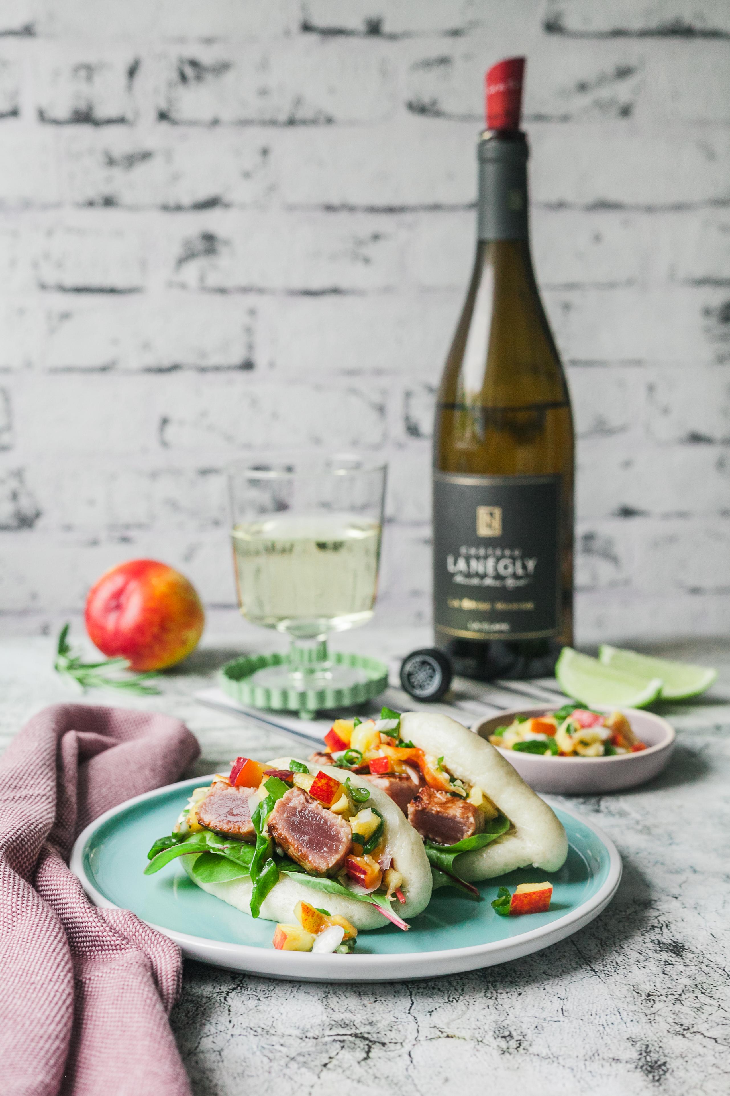 Bao Buns mit kurzgebratenem Thunfisch und Nektarinen-Rosmarin-Salsa |GourmetGuerilla.de