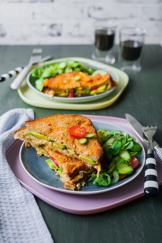 Herzhafter French Toast mit Avocado aus dem Ofen mit Spargelsalat | GourmetGuerilla.de