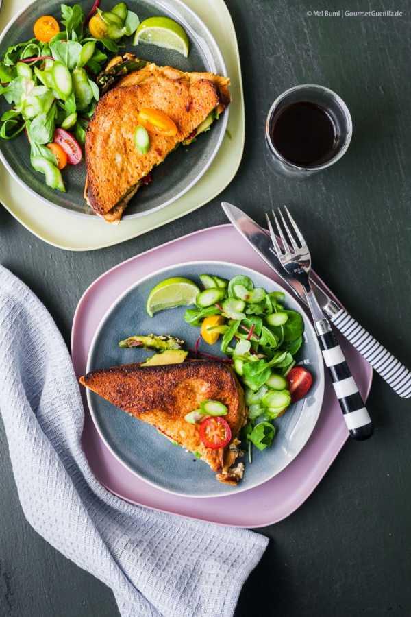 Herzhafter French Toast mit Avocado aus dem Ofen mit Spargelsaalt |GourmetGuerilla.de |GourmetGuerilla.de