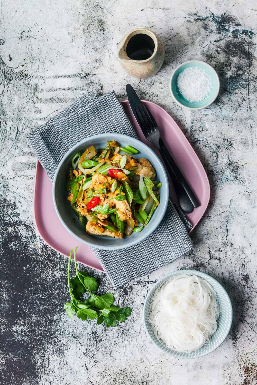 Schnelles Pfeffer-Ingwer-Hühnchen aus dem Wok mit Reisnudeln und nur 500 Kalorien |GourmetGuerilla.de