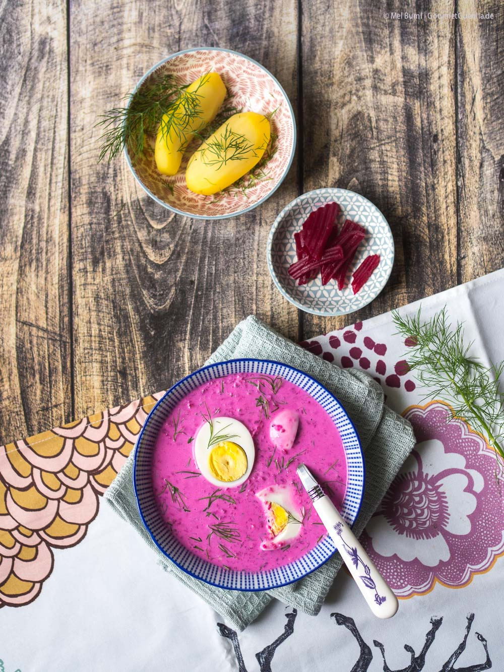 Litauische Rote-Bete-Kaltschale Saltibarsciai mit gekochtem Ei |GourmetGuerilla.de