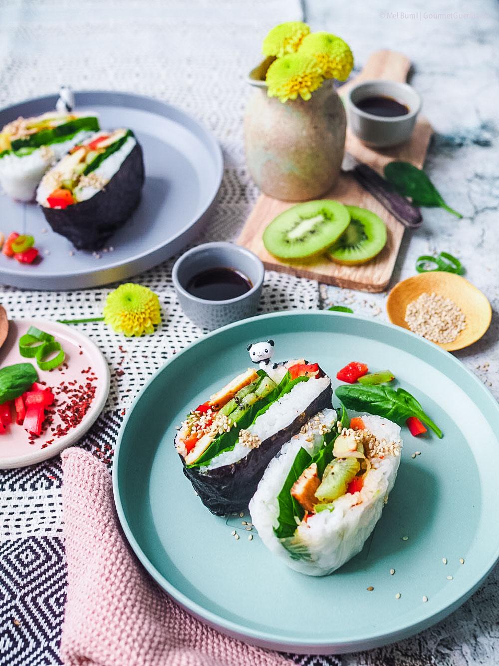 Japanisches Reissandwich mit Kiwi-Salat und Teriyaki-Huehnchen - Onigirazu |GourmetGuerilla.de-8200731