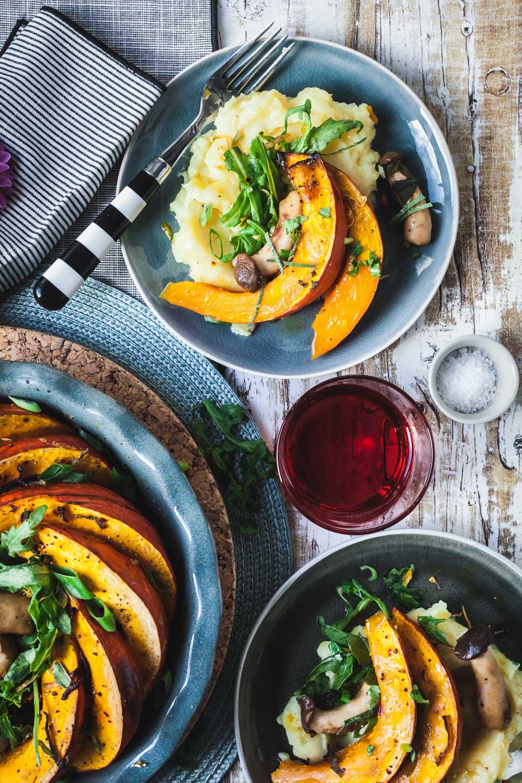 Gebackener Kürbis mit Pilzen und Kartoffelstampf - vegetarisch aus dem Ofen |GourmetGuerilla.de