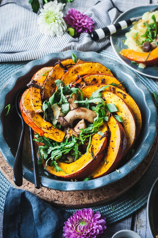 Gebackener Kürbis mit Pilzen und Kartoffelstampf - vegetarisch aus dem Ofen|GourmetGuerilla.de