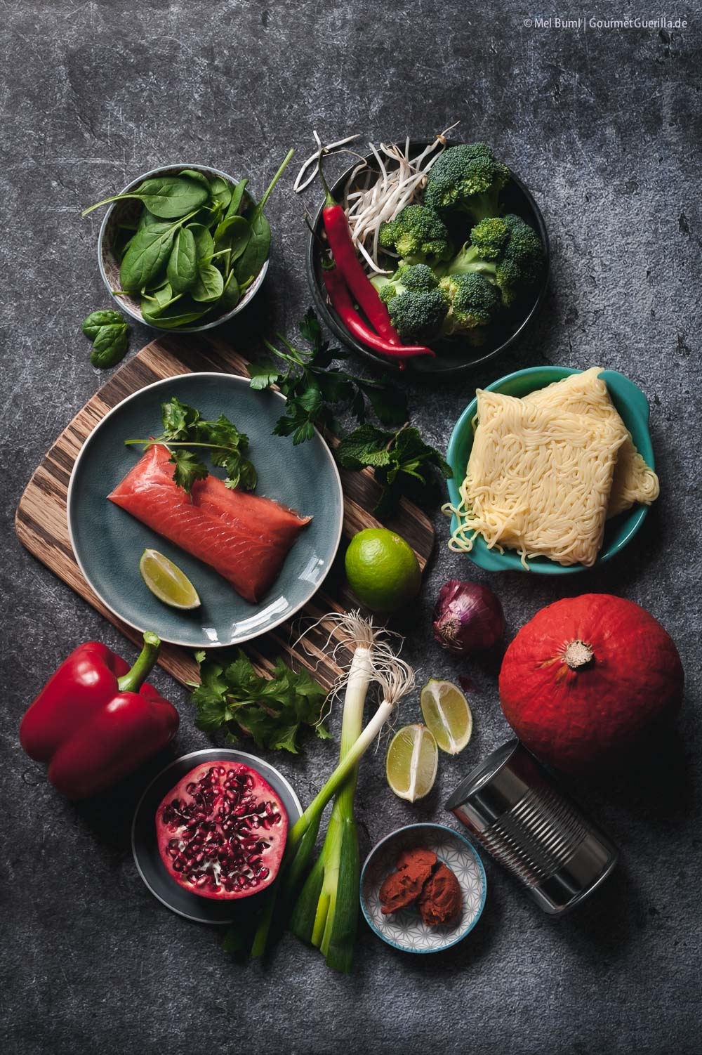 Zutaten Winterliche Kürbis-Laksa mit viel Gemüse, zartem Lachs und Granatapfel Nudelsuppe aus Malaysia |GourmetGuerilla.de
