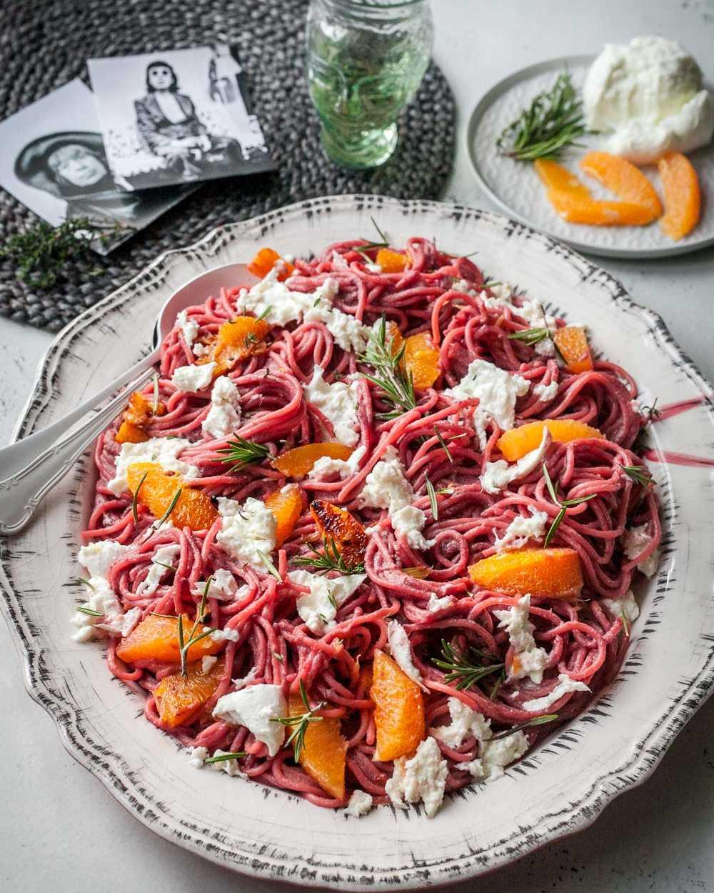 Pink Spaghetti mit spicy Orangen und Mozzarella Lee Krasner Food  GourmetGuerilla.de