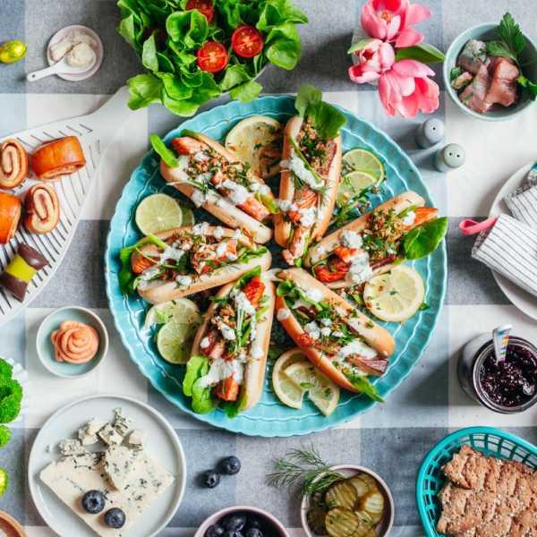 Nordische Lachs Hot Dogs mit Meerrettich-Sosse und Kraeuter-Crunch gesundes Fast Food mit Fisch |GourmetGuerilla.de