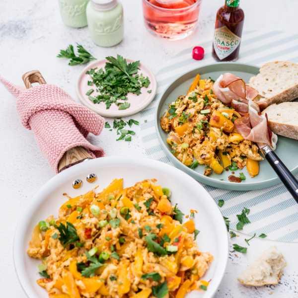 Gelbe Piperade - baskische Gemüsepfanne mit Ei |FoxyFood.de