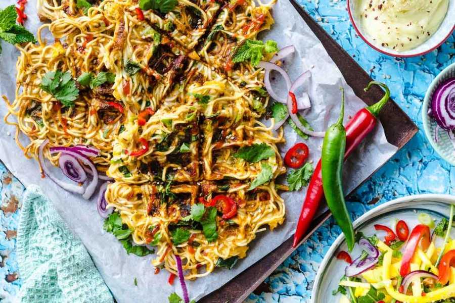 Knusprig gebratene Mie-Nudeln aus dem Waffeleisen Asia-Omelett Blitzküche |FoxyFood.de