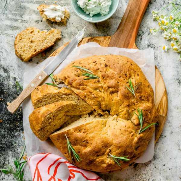 Supereinfacher Brotkranz mit Röstzwiebeln und Kräutern Bosch Cookit |FoxyFood.de