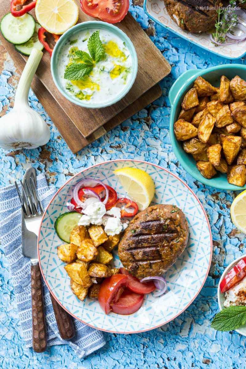 Vegetarische Bifteki mit Feta griechische Frikadellen vom Grill |FoxyFood.de