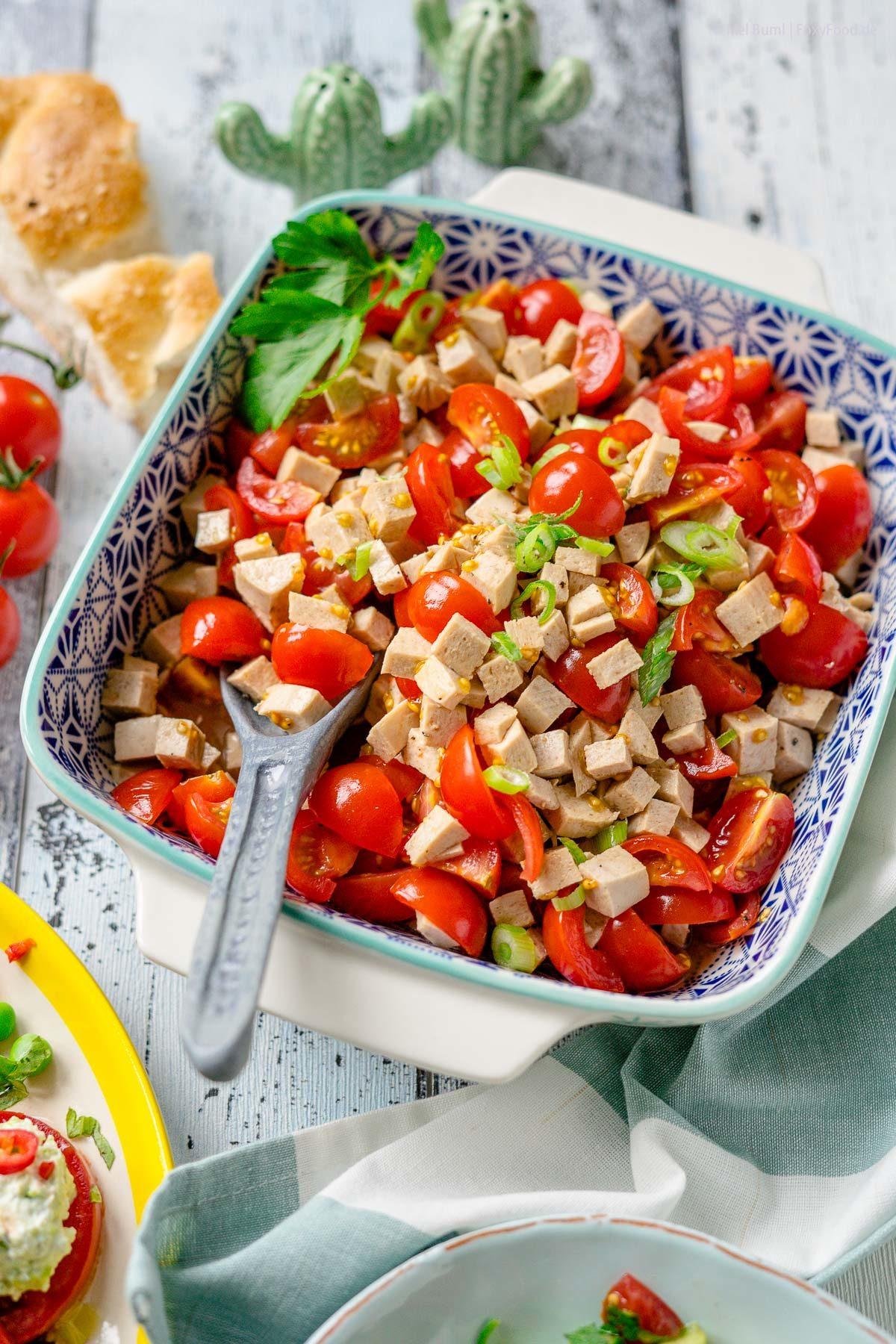 Schlesischer Tomaten-Wurst-Salat Meine 3 liebsten Tomatensalate für den Sommer  FoxyFood.de