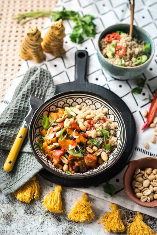 Afrikanischer Erdnuss-Eintopf mit Süßkartoffeln, Mango und Quinoa | FoxyFood.de