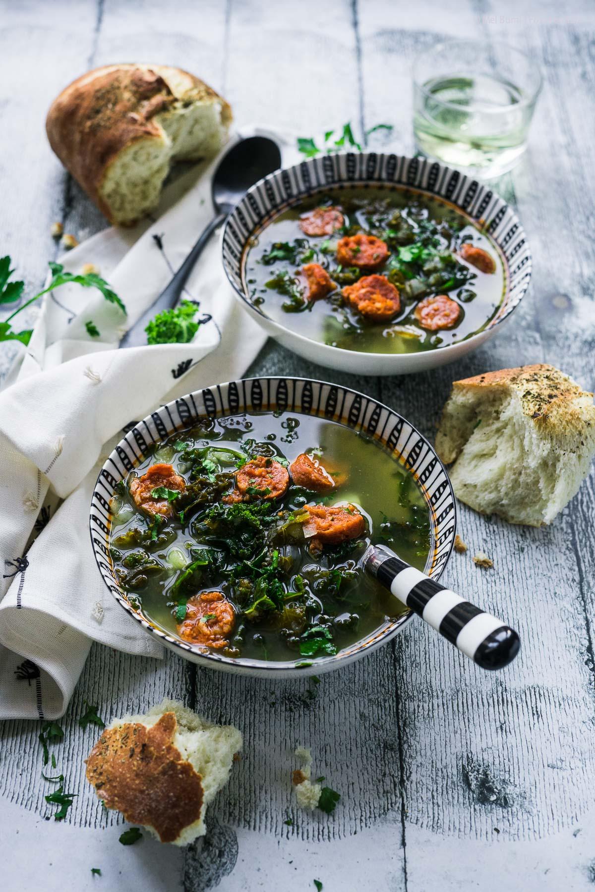 Caldo Verde Portugiesische Suppe mit Grünkohl und Chorizo |FoxyFood.de