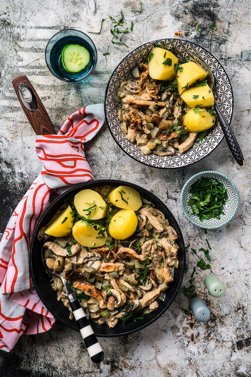 Pork Stroganoff mit Champignons, Gürkchen und Kartoffeln 500 Kalorien Abnehm Rezept |FoxyFood.de