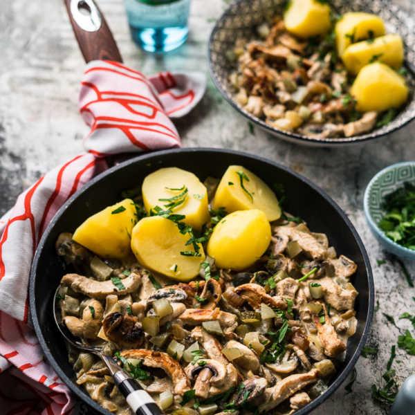 Pork Stroganoff mit Champignons, Gürkchen und Kartoffeln 500 Kalorien Abnehm Rezept  FoxyFood.de