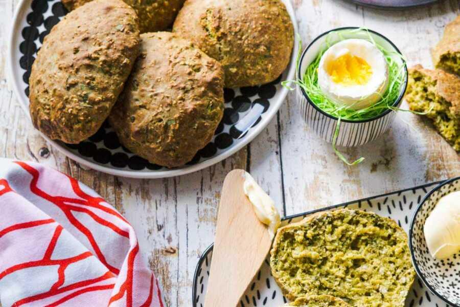 Bärlauch- Buttermilch - Brötchen in 25 Minuten kross und duftend aus dem Ofen |FoxyFood.de