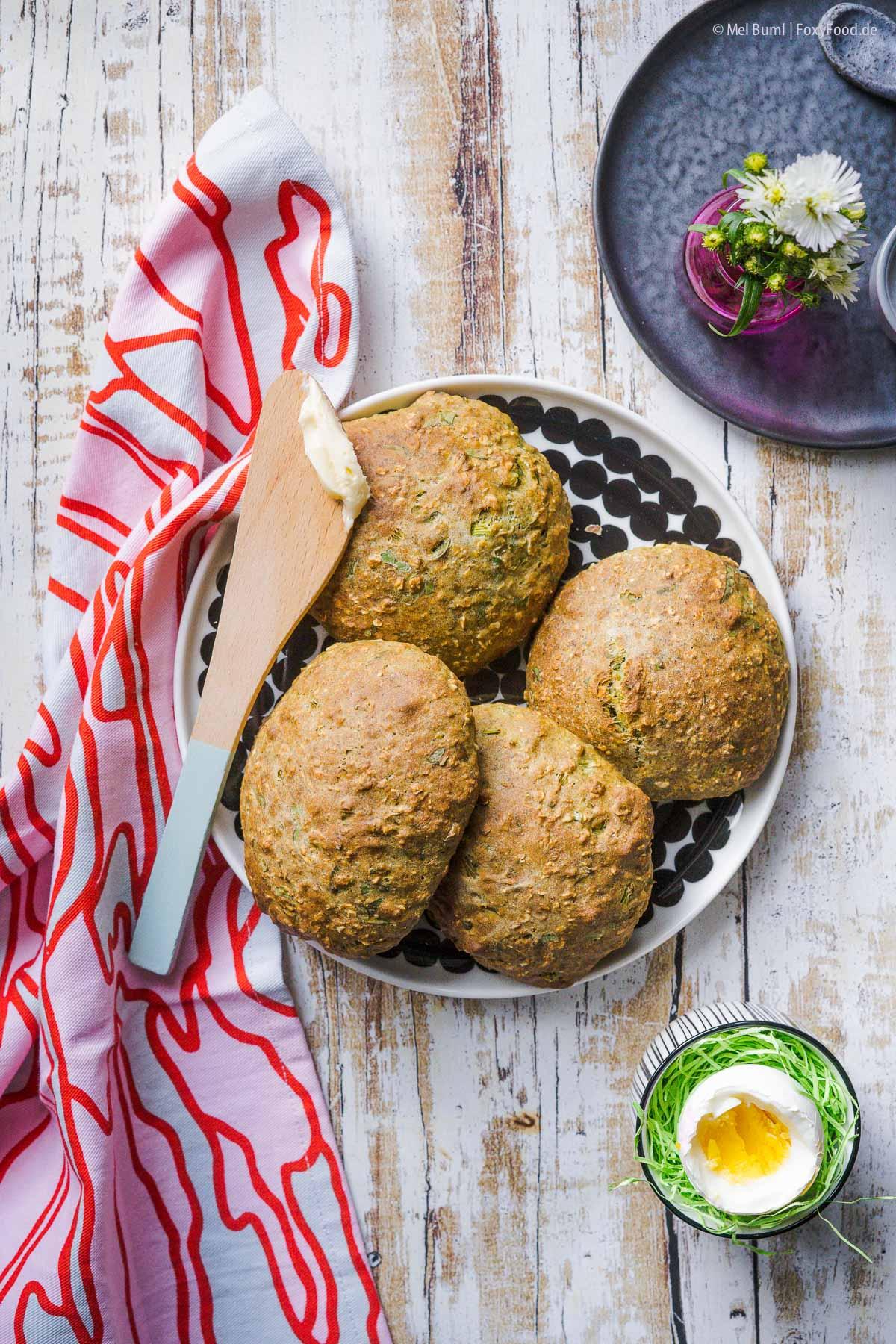 Bärlauch- Buttermilch - Brötchen in 25 Minuten kross und duftend aus dem Ofen  FoxyFood.de