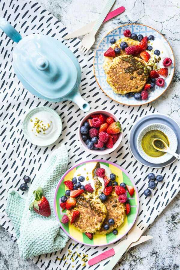 Frühstücks Reispuffer mit Gewürzbutter, Joghurt und Beeren |FoxyFood.de